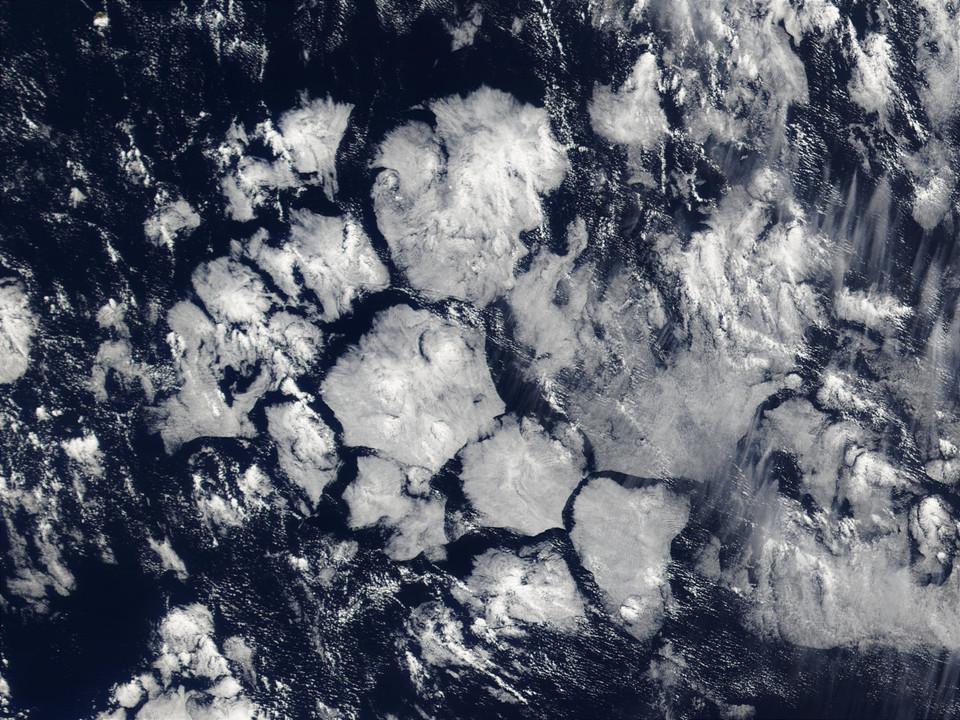 Hexagonal cloud cells in the South Atlantic Ocean